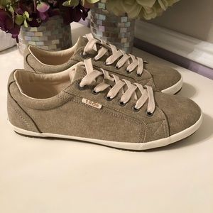 New! Taoes Footwear Khaki Wash Canvas Sneaker 9.5W